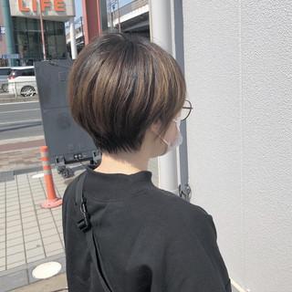 前下がりショート ショートボブ ショートヘア ハンサムショート ヘアスタイルや髪型の写真・画像