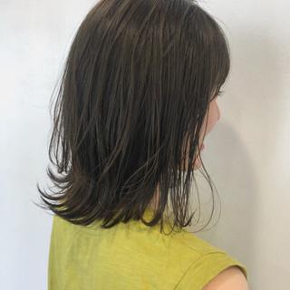 デート レイヤーカット ミディアム ナチュラル ヘアスタイルや髪型の写真・画像