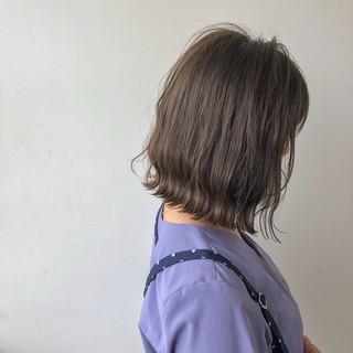 大人かわいい 外国人風 グレージュ アウトドア ヘアスタイルや髪型の写真・画像