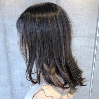 セミディ ミディアム アッシュベージュ ナチュラルベージュ ヘアスタイルや髪型の写真・画像