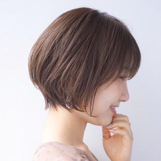 大人かわいい 小顔ショート ナチュラル アンニュイほつれヘア ヘアスタイルや髪型の写真・画像