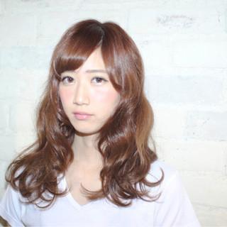 ガーリー 抜け感 レッド フェミニン ヘアスタイルや髪型の写真・画像