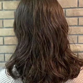 パーマ ゆるふわパーマ ナチュラル ミディアム ヘアスタイルや髪型の写真・画像