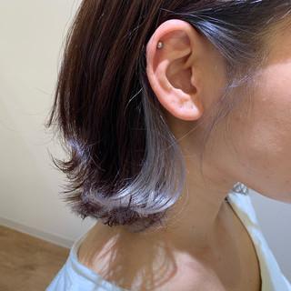 ガーリー インナーカラーシルバー アッシュ 外ハネボブ ヘアスタイルや髪型の写真・画像
