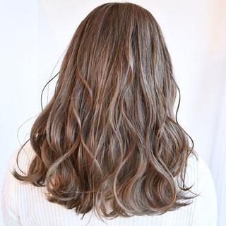 セミロング ミルクティーベージュ ミルクティーグレージュ フェミニン ヘアスタイルや髪型の写真・画像