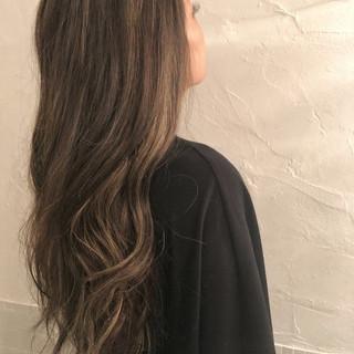 グレージュ ロング 外国人風カラー デート ヘアスタイルや髪型の写真・画像