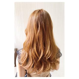アプリコットオレンジ アンニュイほつれヘア オレンジベージュ フェミニン ヘアスタイルや髪型の写真・画像
