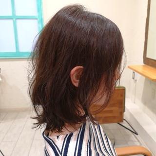 セミロング フェミニン 耳かけ アンニュイ ヘアスタイルや髪型の写真・画像 ヘアスタイルや髪型の写真・画像