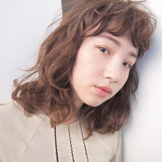ミディアム 前髪あり ニュアンス パーマ ヘアスタイルや髪型の写真・画像