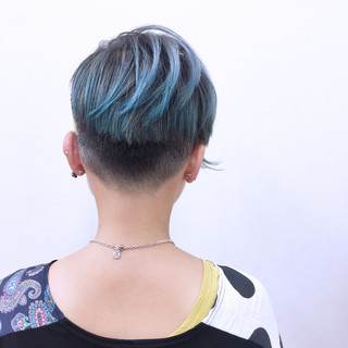 ショート 刈り上げ ストレート モード ヘアスタイルや髪型の写真・画像