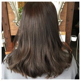 グレージュ アッシュグレー 大人女子 アッシュ ヘアスタイルや髪型の写真・画像 ヘアスタイルや髪型の写真・画像