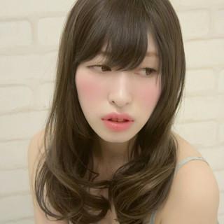 ロング グラデーションカラー ゆるふわ アッシュ ヘアスタイルや髪型の写真・画像 ヘアスタイルや髪型の写真・画像