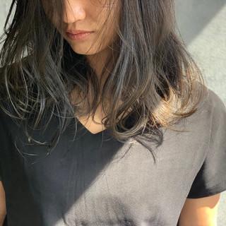 グレージュ ナチュラル セミロング ゆるナチュラル ヘアスタイルや髪型の写真・画像