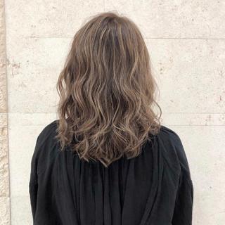 イメチェン ハイライト セミロング ゆるふわ ヘアスタイルや髪型の写真・画像