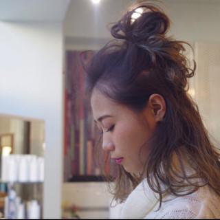 デート メッシーバン 大人かわいい フェミニン ヘアスタイルや髪型の写真・画像