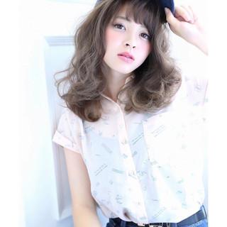 ミディアム ストリート 大人かわいい 前髪あり ヘアスタイルや髪型の写真・画像
