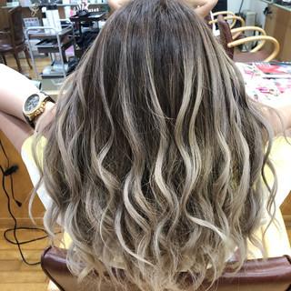 ブリーチ セミロング フェミニン 外国人風カラー ヘアスタイルや髪型の写真・画像