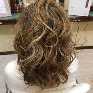 セミロング ローライト 上品 外国人風 ヘアスタイルや髪型の写真・画像