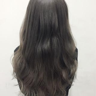 アッシュグレー アッシュ ガーリー グラデーションカラー ヘアスタイルや髪型の写真・画像