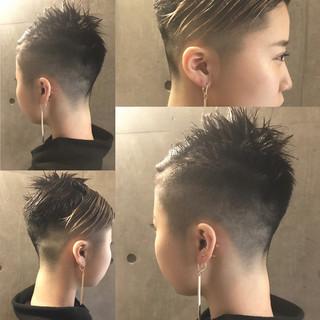 黒髪 前髪あり インナーカラー ショート ヘアスタイルや髪型の写真・画像