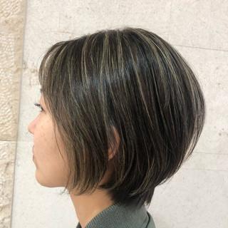 地毛ハイライト 大人ハイライト ショート モード ヘアスタイルや髪型の写真・画像 ヘアスタイルや髪型の写真・画像