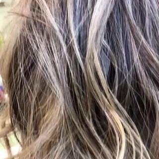 西海岸風 ブリーチカラー デート バレイヤージュ ヘアスタイルや髪型の写真・画像