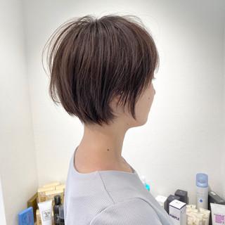 ショート 切りっぱなしボブ ショートヘア ナチュラル ヘアスタイルや髪型の写真・画像