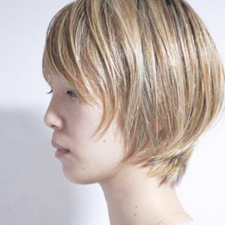 ハイライト ホワイトハイライト ショート グレージュ ヘアスタイルや髪型の写真・画像