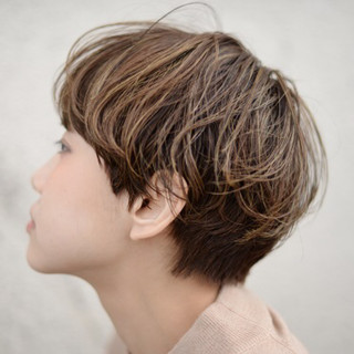 パーマ ショート ハイトーン アッシュ ヘアスタイルや髪型の写真・画像