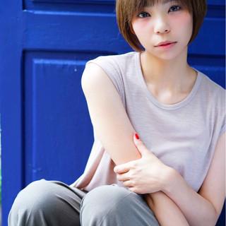 ショート ナチュラル 艶髪 ダブルバング ヘアスタイルや髪型の写真・画像