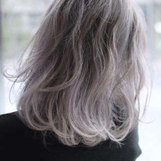 スモーキーアッシュ 外国人風 ハイライト カラーバター ヘアスタイルや髪型の写真・画像