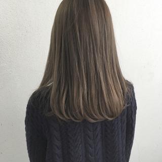 ロブ グレージュ セミロング ナチュラル ヘアスタイルや髪型の写真・画像