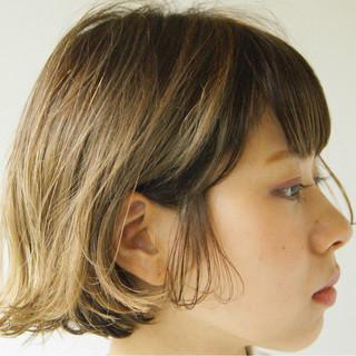 ボブ ローライト アッシュベージュ ストリート ヘアスタイルや髪型の写真・画像