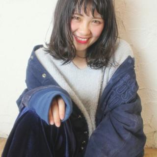 ハイライト ミディアム アッシュ ナチュラル ヘアスタイルや髪型の写真・画像
