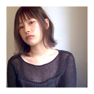 ミディアム 外ハネ 前髪あり ストリート ヘアスタイルや髪型の写真・画像