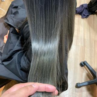 ラベンダーグレージュ グレーアッシュ ロング アッシュグレージュ ヘアスタイルや髪型の写真・画像
