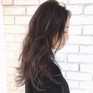 ロング アッシュベージュ ナチュラル アッシュグレージュ ヘアスタイルや髪型の写真・画像