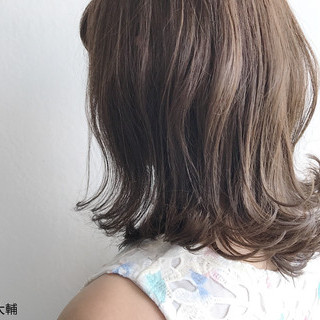 大人女子 ミディアム 外ハネ 透明感 ヘアスタイルや髪型の写真・画像