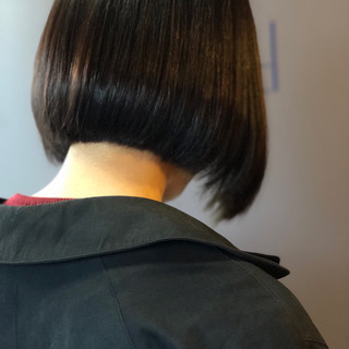 暗髪 ショートボブ オフィス ナチュラル ヘアスタイルや髪型の写真・画像