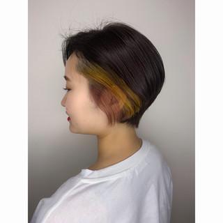 ナチュラル インナーカラー アクセサリーカラー 小顔ショート ヘアスタイルや髪型の写真・画像
