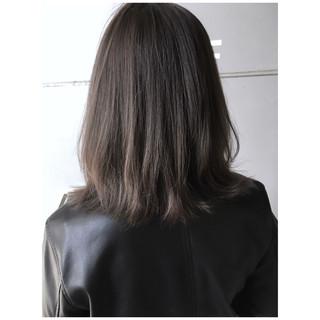 ミディアム 極細ハイライト アッシュグレージュ ナチュラル ヘアスタイルや髪型の写真・画像