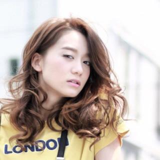 外国人風 アッシュ パーマ ロング ヘアスタイルや髪型の写真・画像 ヘアスタイルや髪型の写真・画像
