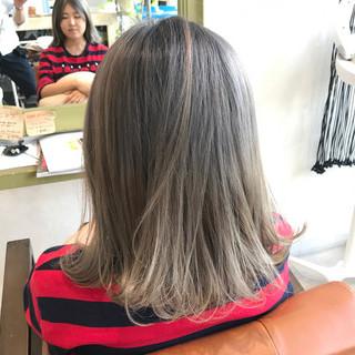 ストリート グラデーションカラー グレーアッシュ グレージュ ヘアスタイルや髪型の写真・画像