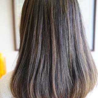 ストリート セミロング グレージュ イルミナカラー ヘアスタイルや髪型の写真・画像