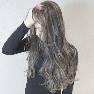 愛され ハイライト グレージュ 透明感 ヘアスタイルや髪型の写真・画像