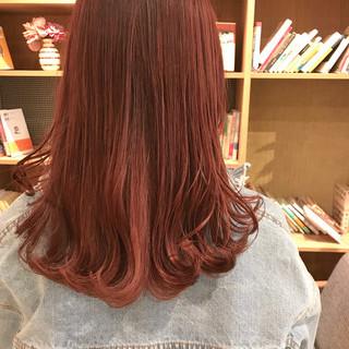 フェミニン チェリーレッド ブリーチ無し 透明感カラー ヘアスタイルや髪型の写真・画像
