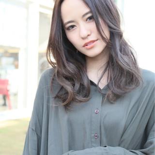 外国人風カラー ナチュラル グレー ハイライト ヘアスタイルや髪型の写真・画像