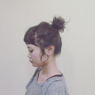 お団子 シニヨン ルーズ 大人女子 ヘアスタイルや髪型の写真・画像