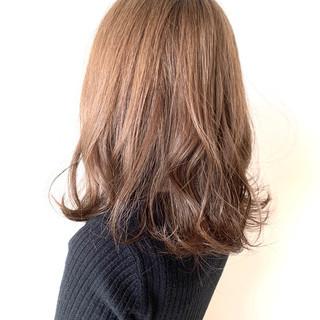 ガーリー ミディアム ゆるふわ アッシュベージュ ヘアスタイルや髪型の写真・画像