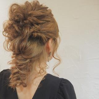 セミロング 編み込み ナチュラル 結婚式 ヘアスタイルや髪型の写真・画像